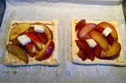 Mni Tarts with stone fruit